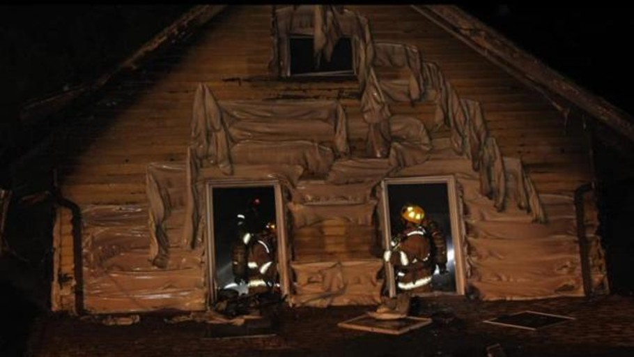 Un bombero pierde a sus tres hijos en el incendio de la guardería de Pensilvania