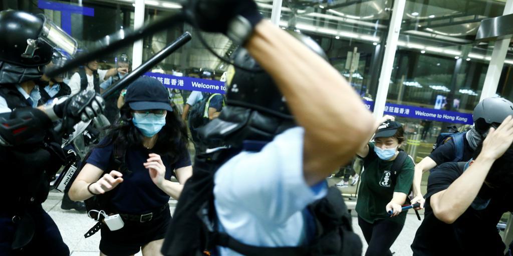 Trump asegura que China está desplegando tropas en la frontera con Hong Kong