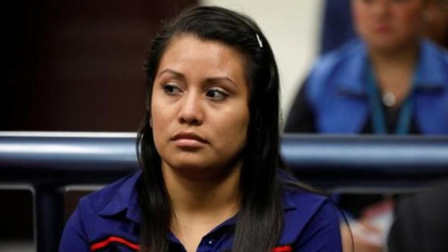 Reanudan el juicio de la mujer acusada de homicidio tras dar a luz a un bebé muerto en El Salvador