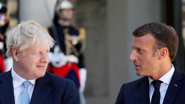 Boris Johnson y Emmanuel Macron en París