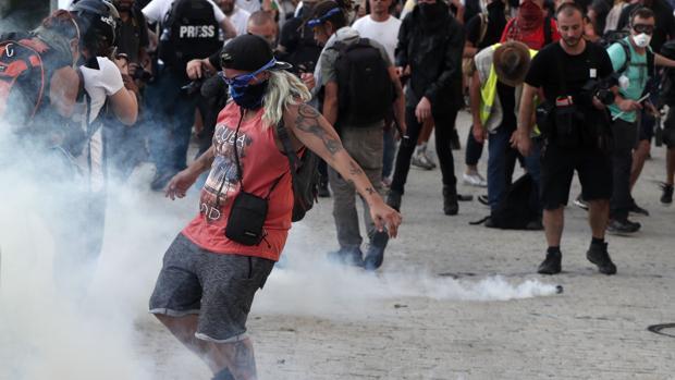 El despliegue policial no evita las protestas contra el G-7 en Bayona