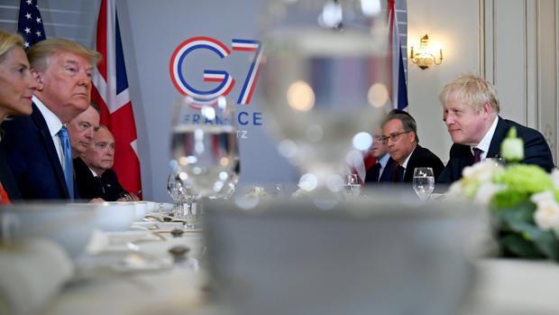 Reunión del G-7 en la que aparecen Donald Trump, presidente de EE.UU., y el primer ministro británico, Boris Johnson
