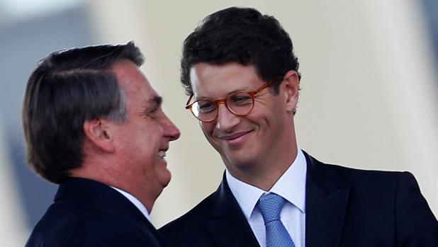 Bolsonaro y su ministro de medio ambiente cuestionan la ayuda del G7