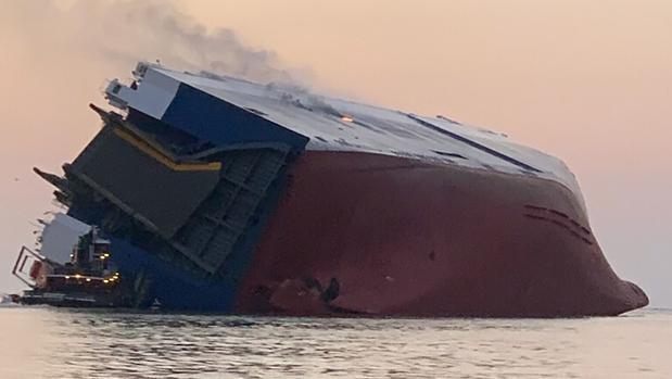Cuatro tripulantes, desaparecidos después de que un buque de carga volcara en la costa de Georgia, EE.UU.