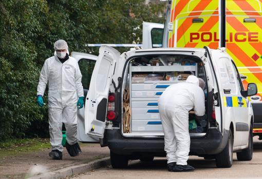 Los forenses realizando las investigaciones