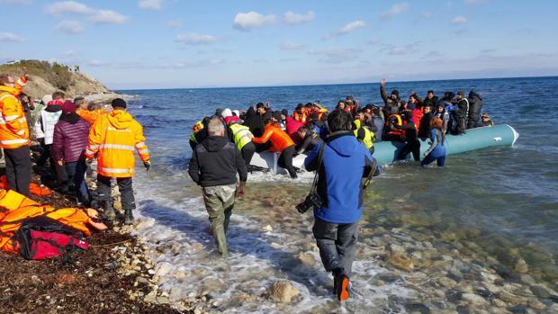 El Gobierno griego decide trasladar a 4.000 refugiados de las islas a otras regiones