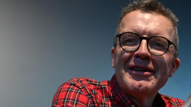 Dimite Tom Watson, número dos de los laboristas británicos, en plena campaña electoral