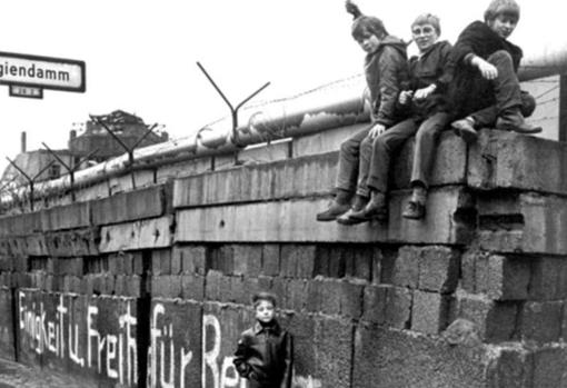 [Imagen: muro-berlin11-ksbF--510x349@abc.jpg]