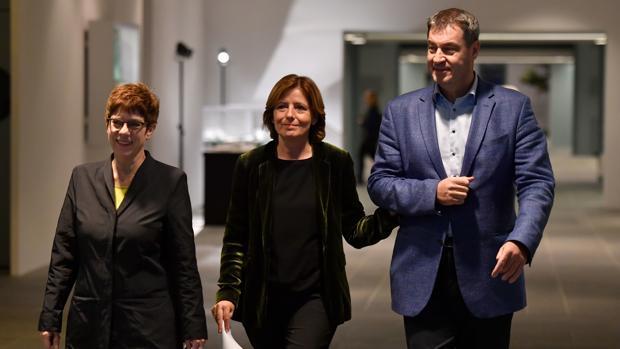 La gran coalición alemana apuntala su continuidad con un paquete social para las pensiones