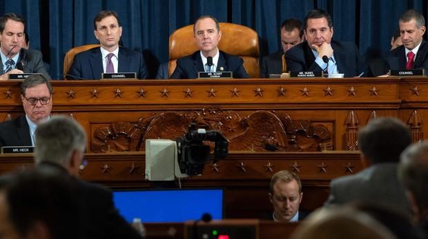 Los testigos del «impeachment» incriminan directamente a Trump