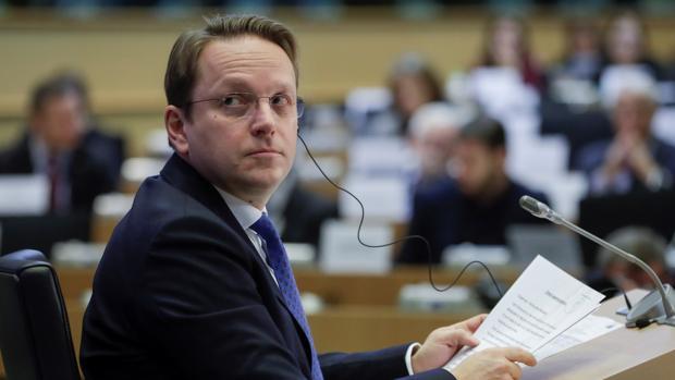 La Eurocámara da luz verde al candidato a comisario de Hungría tras aceptar sus explicaciones adicionales