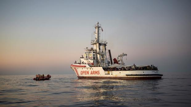 Italia permite el desembarco de dos naves de ONG españolas con 140 inmigrantes rescatados en el Mediterráneo