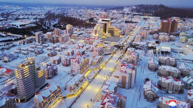 La ciudad de Samjiyonfue demolida completamente y ha vuelto a ser reconstruida por deseo del joven dictador