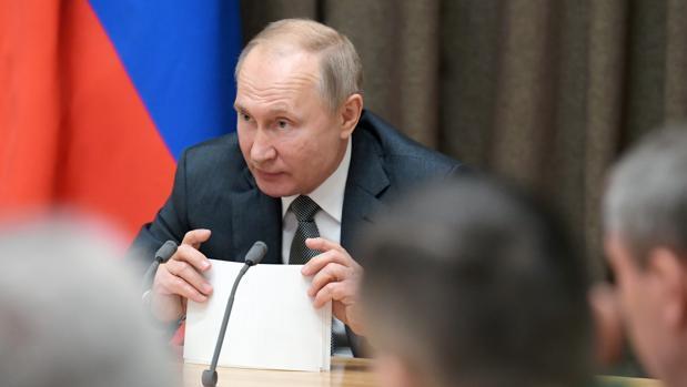 Putin desoye a los defensores de DD.HH. y promulga la ley de «agentes extranjeros» aplicada ahora a los particulares