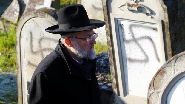Una oficina contra el odio tras la profanación con esvásticas de un cementerio judío de Francia
