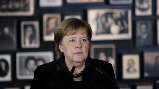 Merkel declara la memoria de Auschwitz como «indisociable de la identidad nacional alemana»