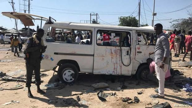 Al menos 94 muertos y 100 heridos por una explosión en Somalia