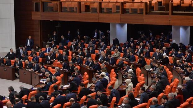 Con protestas de Italia y la UE, el Parlamento de Turquía autoriza el envío de tropas a Libia