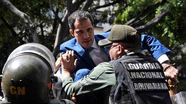 Los chavistas dan un golpe contra la Asamblea Nacional y apartan a Guaidó