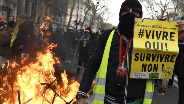Macron retira de forma provisional la «edad pivote» de su reforma de las pensiones ante la presión sindical
