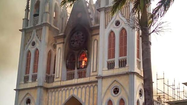 Un incendio destruye parte de la catedral de Malabo, una de las joyas de Guinea Ecuatorial