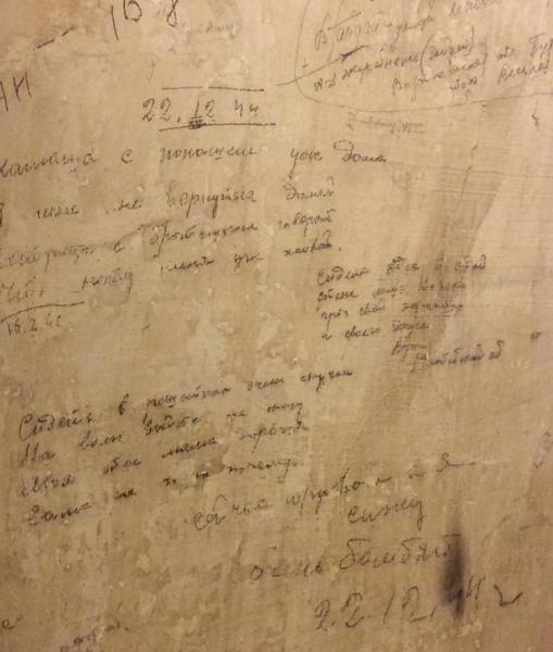 Imagen de algunas de la inscripciones que se preservan en una de las celdas de la Gestapo, en Colonia