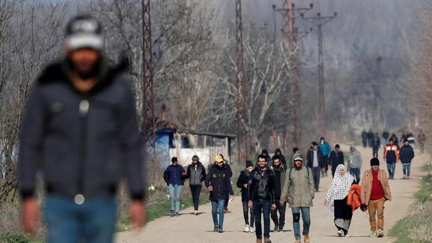 La UE intenta parar la tensión en Grecia pagando a los emigrantes por volver