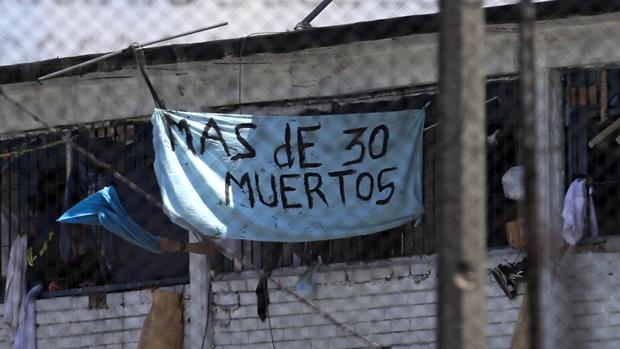 Mueren 23 presos en una cárcel de Colombia durante una protesta por su temor a la pandemia