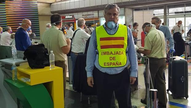 Al menos 140 españoles que hacían turismo en Venezuela regresan hoy a Madrid