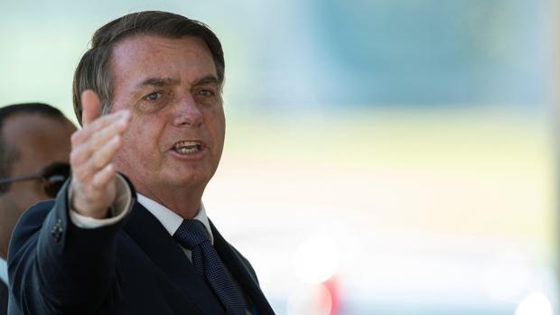 Bolsonaro critica a su ministro de Sanidad por apoyar las cuarentenas