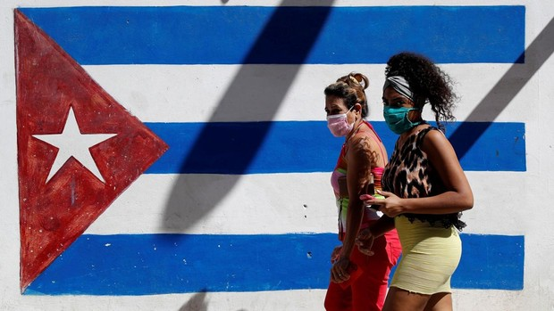 Cuba se enfrenta al coronavirus con escasez de medicamentos y brotes de dengue y escabiosis