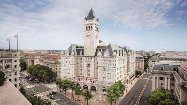 Trump pide ayuda financiera para su hotel a la Administración Trump