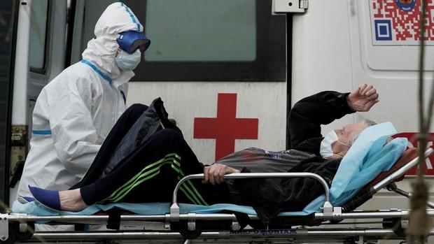 Moscú moviliza a estudiantes de medicina contra el coronavirus