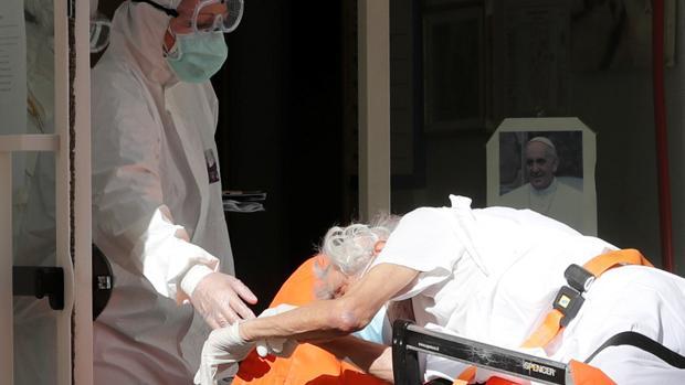 Un médico italiano anima a los familiares de los fallecidos por coronavirus a que acudan a los tribunales