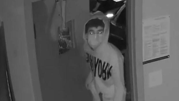 Un hombre enmascarado asalta 21 locales en Nueva York en un mes y medio