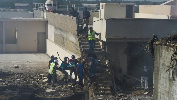 Al menos 35 muertos tras estrellarse un avión en Pakistán con casi cien personas a bordo