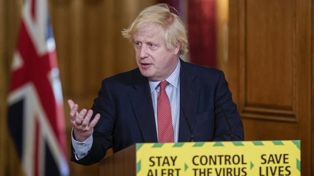 Dimite el secretario de Estado para Escocia por el respaldo del Gobierno al asesor de Johnson
