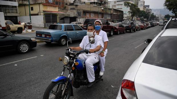 Un informe revela cómo el colapso de la sanidad chavista agrava la crisis del coronavirus en Venezuela