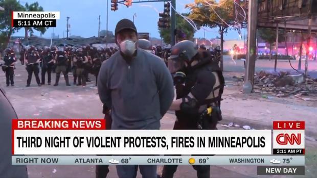 Tres miembros de un equipo de CNN, detenidos en directo mientras cubrían las protestas en Minneopolis