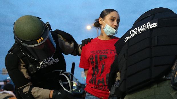 Miles de detenidos en un fin de semana caótico en EE.UU.