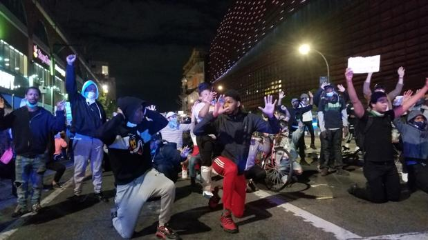 Otra noche de protestas y disturbios en EE.UU. pese a las amenazas de Trump