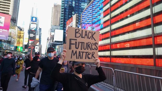Un afroamericano en Nueva York: «Tienen que arder coches de policía para que nos hagan caso»