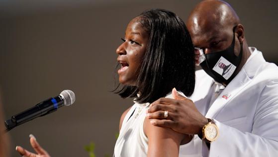 Brooke Williams, sobrina de George Floyd, interviene durante el funeral por su tío