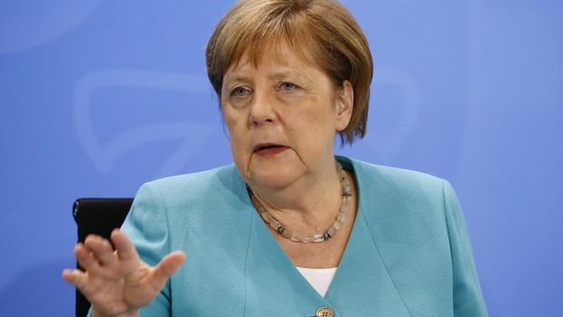 Merkel pide prudencia ante la desescalda y muestra temor por el futuro económico