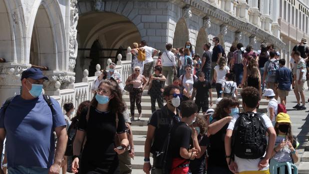 Italia registra casi medio centenar de muertos por coronavirus en plena desescalada