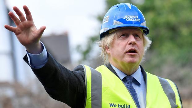Johnson planea anunciar un gran paquete de inversiones para reactivar la economía y crear empleos