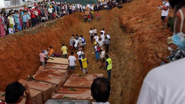 Retoman las labores de rescate en la mina birmana donde han muerto 162 personas