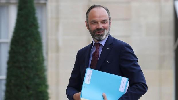 Dimite el Gobierno francés para dar paso al cambio político deseado por Macron