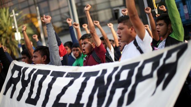 La nueva investigación de Ayotzinapa avanza a trompicones en su relanzamiento por López Obrador