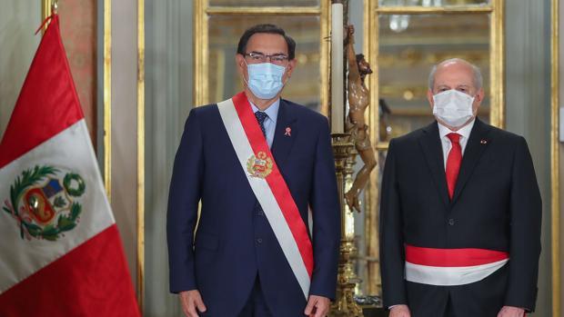Vizcarra remodela el Gobierno para abordar la pandemia y su último año de gestión